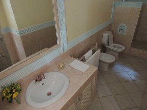 4 bedrooms villa for sale in Malindi all en-suite, Beautifully finished property for sale in Malindi Kenya